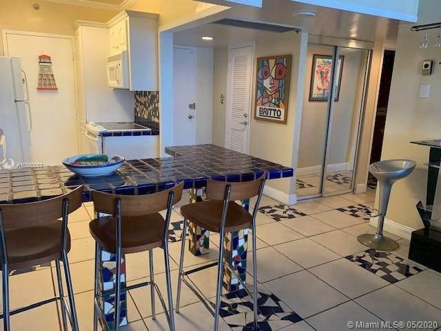 100 Lincoln Rd #1023, Miami Beach, FL 33139 (MLS #A10860063) :: Albert Garcia Team