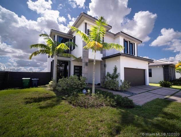 13639 SW 158th Pl, Miami, FL 33196 (MLS #A10875711) :: Laurie Finkelstein Reader Team