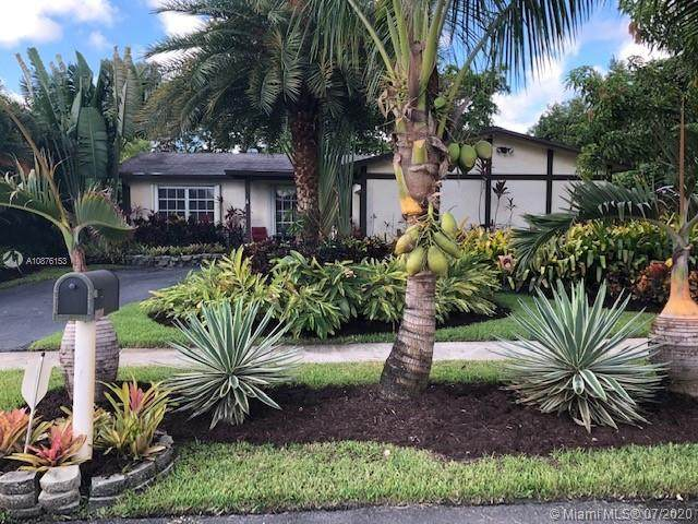 12390 NW 30th St, Sunrise, FL 33323 (MLS #A10876153) :: The Paiz Group