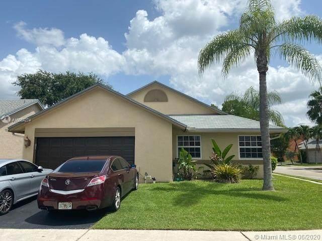 12105 NW 32nd Mnr, Sunrise, FL 33323 (MLS #A10884274) :: Berkshire Hathaway HomeServices EWM Realty