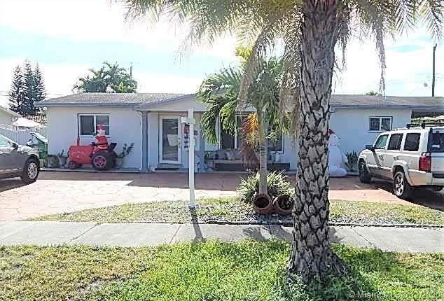 9340 SW 26th St, Miami, FL 33165 (MLS #A10966202) :: Miami Villa Group