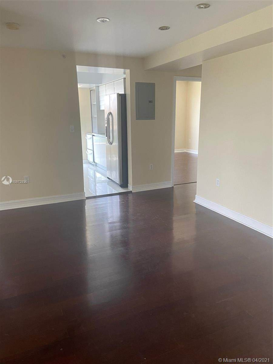 2501 37th Ave - Photo 1