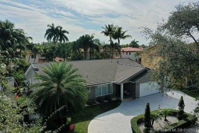 7916 NW 162nd St, Miami Lakes, FL 33016 (MLS #A10981546) :: Rivas Vargas Group