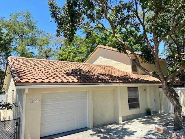 1241 NW 89th Dr, Coral Springs, FL 33071 (MLS #A11021762) :: The Paiz Group