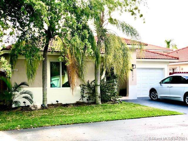 5771 NW 98th Ct, Doral, FL 33178 (MLS #A11027718) :: The Teri Arbogast Team at Keller Williams Partners SW