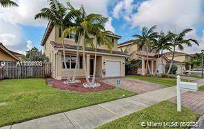 8938 SW 215th Ter, Cutler Bay, FL 33189 (MLS #A11056805) :: Rivas Vargas Group