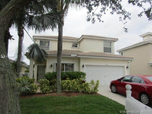 6825 Hendry Dr, Lake Worth, FL 33463 (MLS #A11059591) :: Green Realty Properties