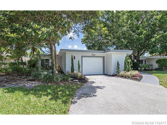 13686 Whispering Lakes Lane, Palm Beach Gardens, FL 33418 (MLS #R10347147) :: The Teri Arbogast Team at Keller Williams Partners SW