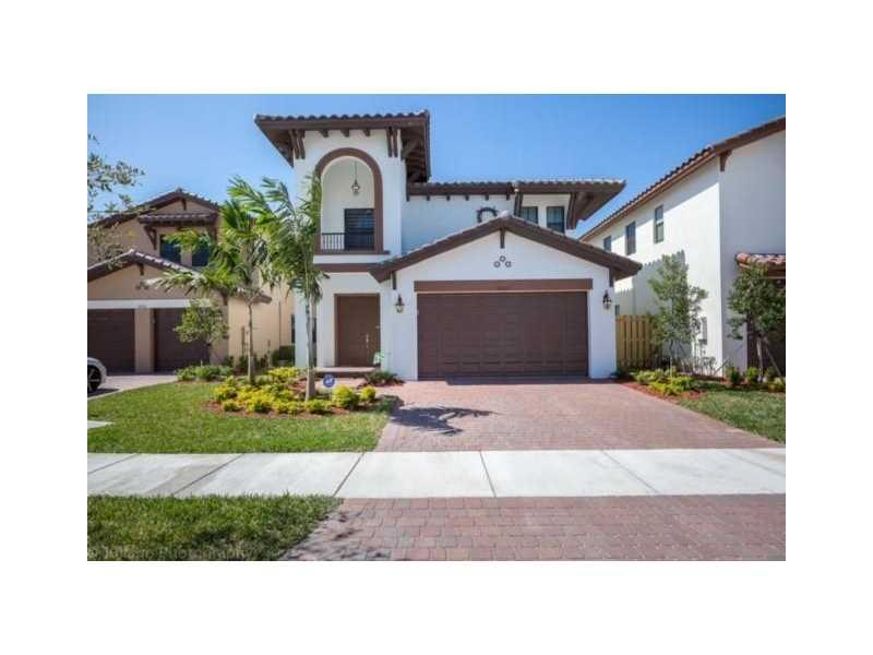 8620 NW 103 AVE, Doral, FL 33178 (MLS #A10147801) :: United Realty Group