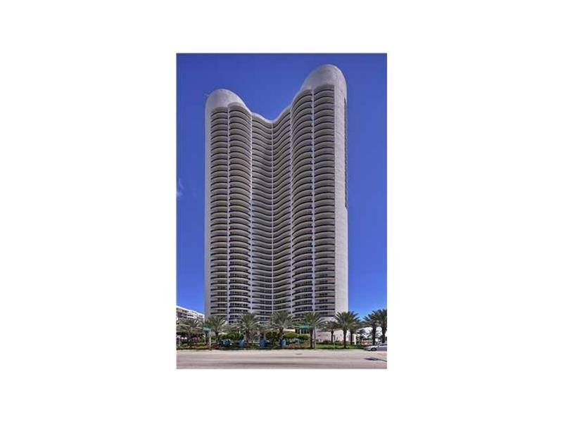 17201 Collins Ave #3007, Sunny Isles Beach, FL 33160 (MLS #A10149843) :: United Realty Group
