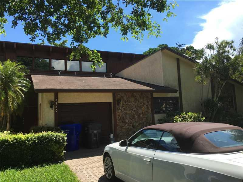 3730 Simms St, Hollywood, FL 33021 (MLS #A10155780) :: United Realty Group