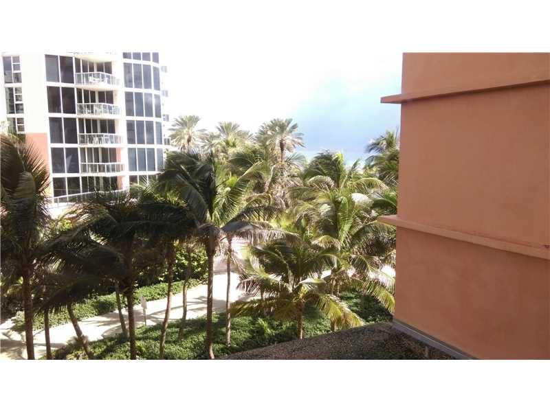 19201 Collins Ave #218, Sunny Isles Beach, FL 33160 (MLS #A10157521) :: United Realty Group