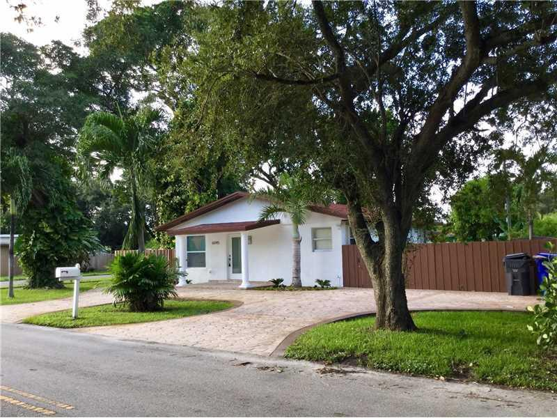 6045 Wiley St, Hollywood, FL 33023 (MLS #A10160158) :: United Realty Group