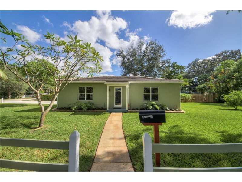 900 NE 129th St, North Miami, FL 33161 (MLS #A10170686) :: United Realty Group