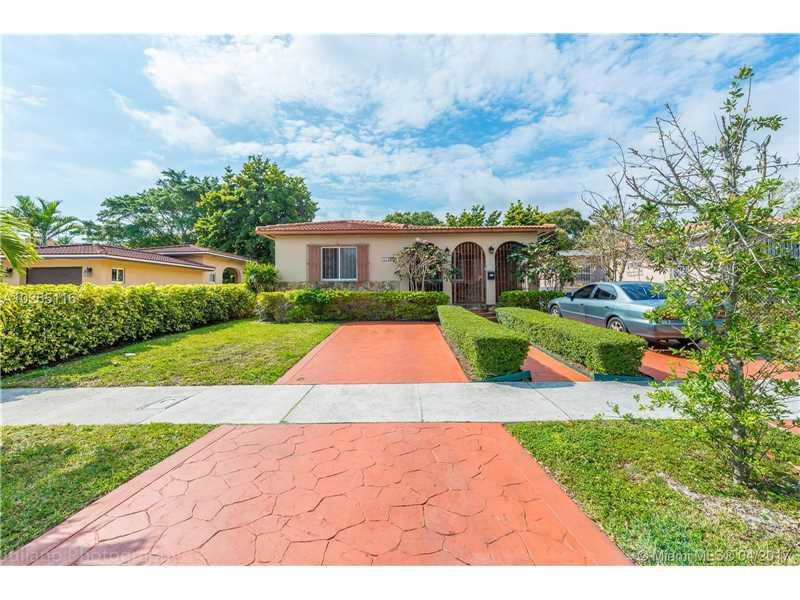 4420 SW 1st St, Coral Gables, FL 33134 (MLS #A10255116) :: The Riley Smith Group