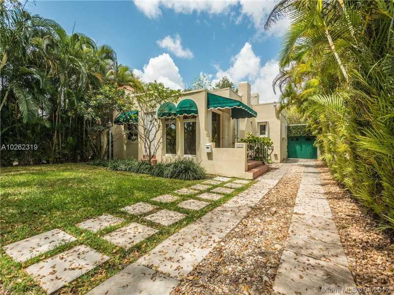 1414 El Rado St, Coral Gables, FL 33134 (MLS #A10262319) :: The Riley Smith Group