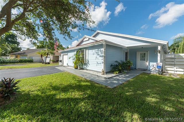 15106 SW 140th Ct, Miami, FL 33186 (MLS #A10356894) :: The Teri Arbogast Team at Keller Williams Partners SW