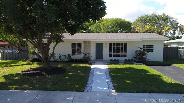 18042 SW 89th Ct, Palmetto Bay, FL 33157 (MLS #A10364155) :: The Teri Arbogast Team at Keller Williams Partners SW