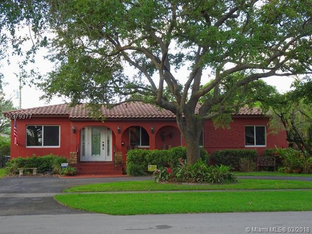 721 N Falcon Ave, Miami Springs, FL 33166 (MLS #A10379377) :: Stanley Rosen Group