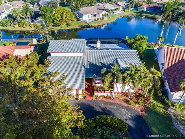 10933 NW 5th Ct, Coral Springs, FL 33071 (MLS #A10395528) :: The Teri Arbogast Team at Keller Williams Partners SW