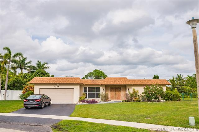 7324 SW 9th Ct, Plantation, FL 33317 (MLS #A10398561) :: The Teri Arbogast Team at Keller Williams Partners SW