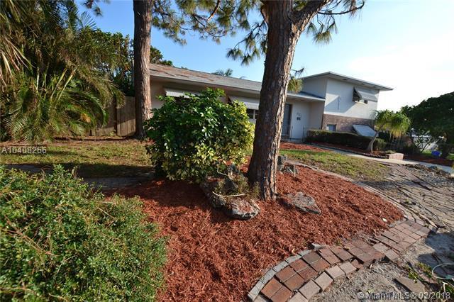 421 SW 7th Ave, Boynton Beach, FL 33435 (MLS #A10408266) :: The Teri Arbogast Team at Keller Williams Partners SW
