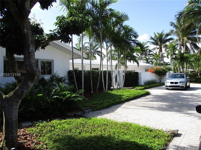 2824 NE 21 Ct, Fort Lauderdale, FL 33305 (MLS #A10413150) :: The Teri Arbogast Team at Keller Williams Partners SW