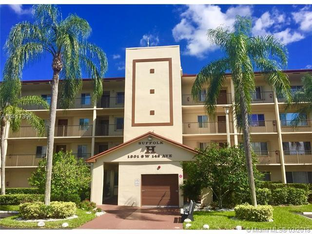 1301 SW 142nd Ave 206H, Pembroke Pines, FL 33027 (MLS #A10417396) :: Green Realty Properties
