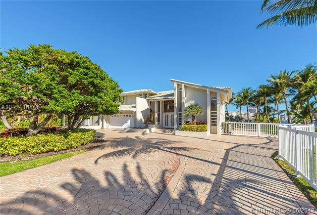 100 Holiday Dr, Hallandale, FL 33009 (MLS #A10424165) :: Ray De Leon with One Sotheby's International Realty