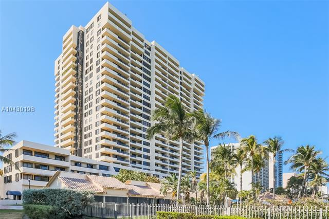 2555 Collins Ave #307, Miami Beach, FL 33140 (MLS #A10430198) :: The Teri Arbogast Team at Keller Williams Partners SW