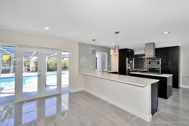 2320 NE 195th St, Miami, FL 33180 (MLS #A10436627) :: Green Realty Properties