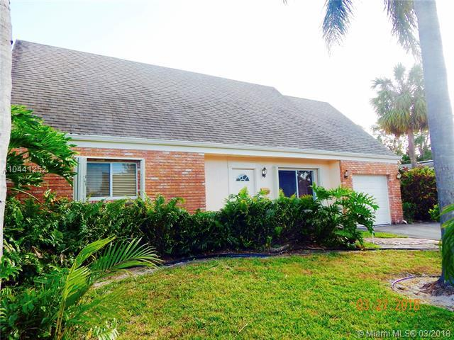 1576 NE 39th St, Oakland Park, FL 33334 (MLS #A10441252) :: The Teri Arbogast Team at Keller Williams Partners SW