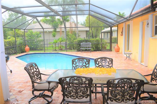 2694 Oakbrook Dr, Weston, FL 33332 (MLS #A10464787) :: Green Realty Properties