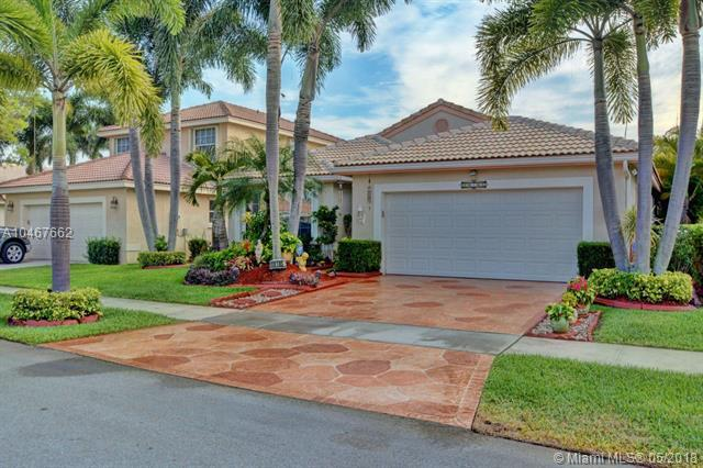 18185 SW 3rd St, Pembroke Pines, FL 33029 (MLS #A10467662) :: Stanley Rosen Group