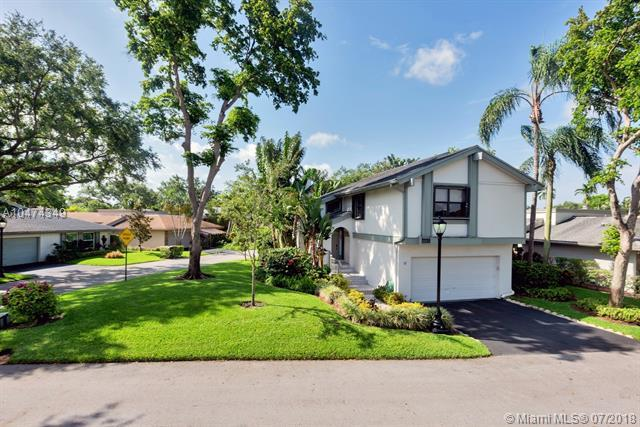 138 Greens Rd, Hollywood, FL 33021 (MLS #A10474349) :: The Teri Arbogast Team at Keller Williams Partners SW