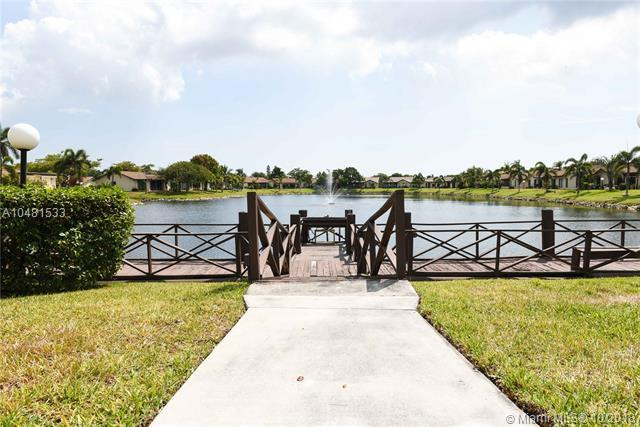 2027 SW 16th Pl, Deerfield Beach, FL 33442 (MLS #A10481533) :: The Riley Smith Group