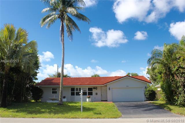 846 NW 7 Street, Boca Raton, FL 33486 (MLS #A10483553) :: Green Realty Properties