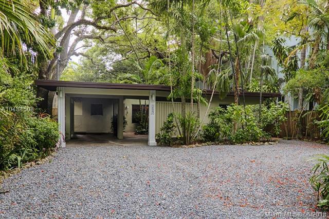 3843 Irvington Ave, Coconut Grove, FL 33133 (MLS #A10484508) :: Calibre International Realty