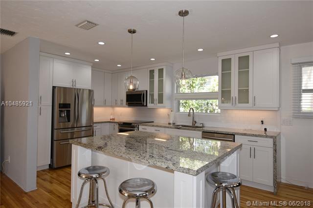 850 Hollywood Blvd, Hollywood, FL 33019 (MLS #A10485921) :: Calibre International Realty