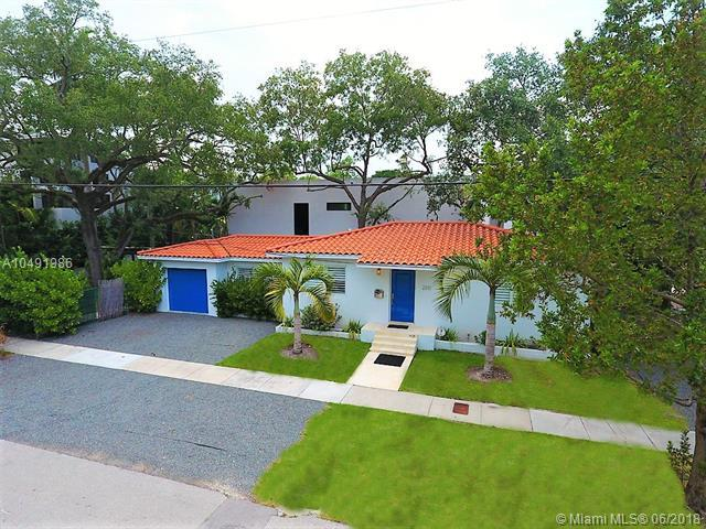 2301 Trapp Ave, Coconut Grove, FL 33133 (MLS #A10491986) :: Stanley Rosen Group