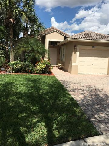 1077 NW 170th Ave, Pembroke Pines, FL 33028 (MLS #A10495708) :: The Teri Arbogast Team at Keller Williams Partners SW
