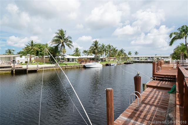 957 SE 10th Ct, Pompano Beach, FL 33060 (MLS #A10499465) :: Green Realty Properties
