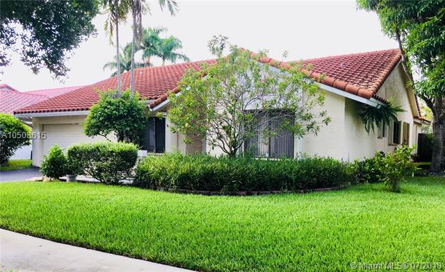 10307 NW 6th St, Plantation, FL 33324 (MLS #A10508615) :: Green Realty Properties