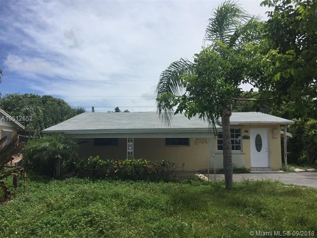 1549 W 32nd St, Riviera Beach, FL 33404 (MLS #A10512652) :: Stanley Rosen Group
