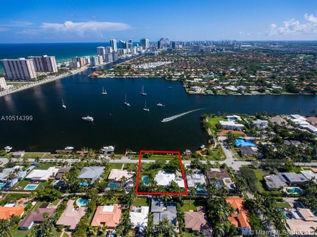 823 N Southlake Dr, Hollywood, FL 33019 (MLS #A10514399) :: The Riley Smith Group