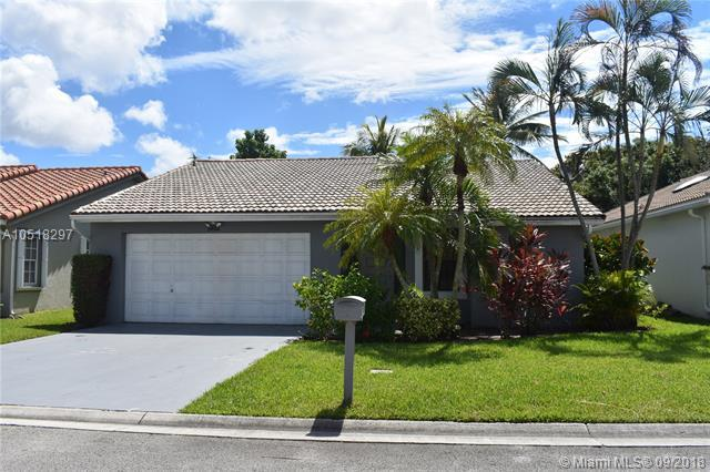 5612 American Cir, Delray Beach, FL 33484 (MLS #A10518297) :: Green Realty Properties
