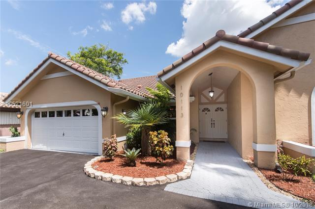 10113 NW 13th Ct, Plantation, FL 33322 (MLS #A10521601) :: Green Realty Properties