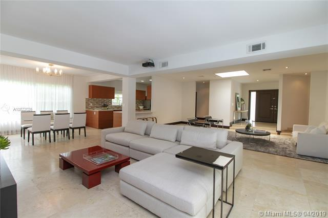 247 E Shore Dr, Miami, FL 33133 (MLS #A10522026) :: The Paiz Group