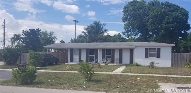 301 NE 44 Street, Deerfield Beach, FL 33064 (MLS #A10525853) :: Green Realty Properties