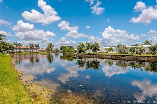 6869 NW 69th Ct, Tamarac, FL 33321 (MLS #A10527719) :: Green Realty Properties